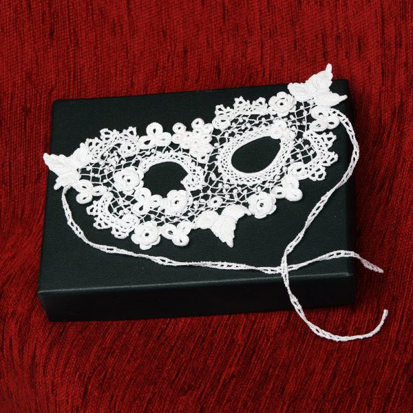 Clones Lace Mask